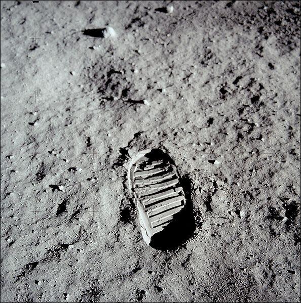 Neil Armstrong fut le premier homme a avoir posé le pied sur la lune, oui mais quel jour de 1969 ?