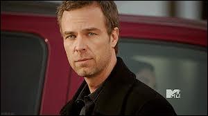 Comment s'appelle l'acteur qui joue Chris, le père d' Alyson ?