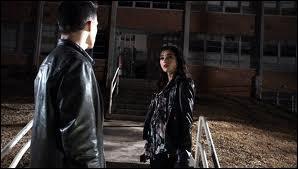 Dans la saison 1 quand Scott, Stiles, Jackson, Lydia et Alyson sont au lycée, qui a envoyé(e) le message à Alyson ?