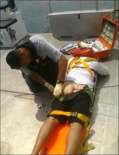 La chasse sous-marine peut recéler des dangers, une flèche dans l'arrière-train, ce n'est pas ...