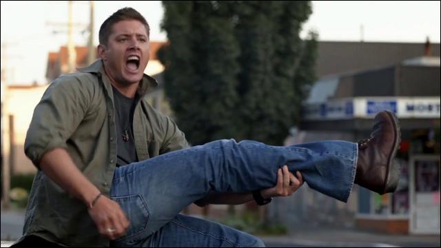 Dans ce même épisode, sur quoi « danse » Jensen Ackles, l'acteur incarnant Dean ?