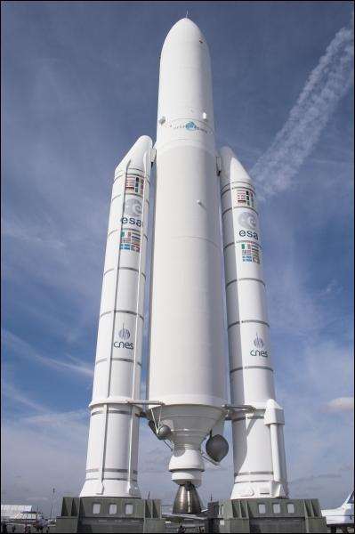 Combien de temps fonctionnent les deux accélérateurs à poudre d'Ariane 5 qui amènent la fusée à 70km d'altitude ?