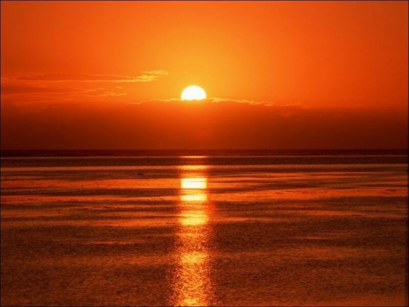 Comme toutes les étoiles, de quel gaz est principalement composé le soleil ?