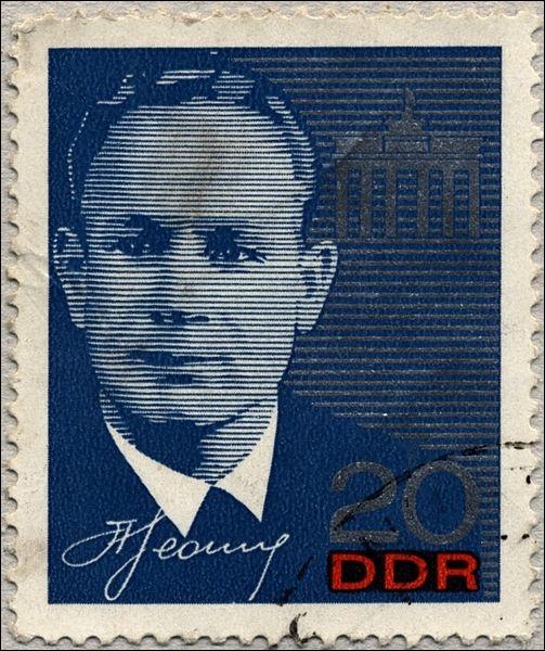 Comment s'appelle le premier cosmonaute soviétique à être sorti dans l'espace, le 18 mars 1965 ?