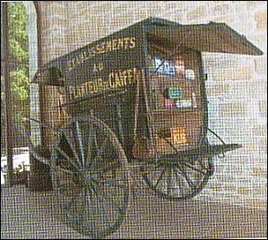Quel est le nom de la charrette à 2 roues, tirée par un cheval, à caisse fermée avec 2 banquettes dans le sens de la marche, type même de la voiture de livraison pour les bouchers, laitiers ... ?