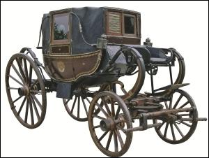 Comment se nomme ce véhicule hippomobile suspendu, fermé, à 4 places, apparu à la fin du XVIIe siècle, et qui représente une grande évolution ?