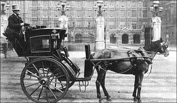 Quel est le nom de cette voiture hippomobile, ancêtre du taxi moderne, et typique de l'Angleterre du XIXème siècle et du début du XXème siècle ?