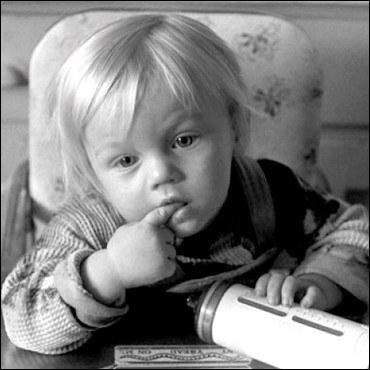 Ce petit garçon est maintenant un acteur. Qui est-ce ?