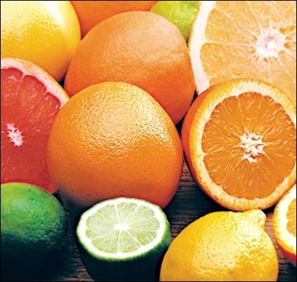 Les agrumes ont un goût plus ou moins acide et une peau épaisse.