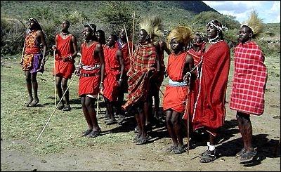 Quel acte devait faire autrefois un jeune Massaï de 16 ans, pour prouver son entrée dans l'âge adulte ?