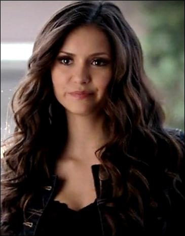 Que décide de faire Elena dès qu'elle retrouve son humanité ?