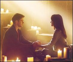 Que cherche à faire Bonnie avec l'aide de Jeremy contre la nouvelle nature d'Elena ?