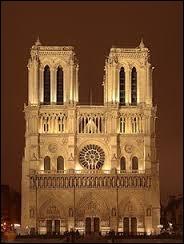 Dans quelle cathédrale l'Empereur est-il sacré ?