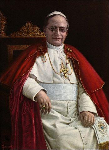 En 1925, quel est le pape qui décida de la canoniser ?