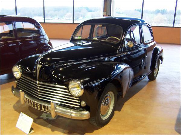 Et cette voiture familiale des années 50 ?