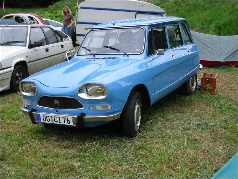 Et cette voiture au look un peu ancien ?