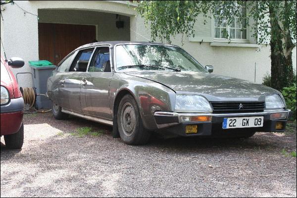 Quelle est cette voiture des années 70 ?