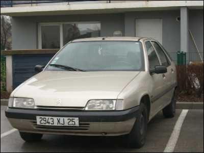 Et cette voiture des années 1990 ?