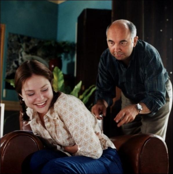 Jeune actrice belge, qui incarne une adolescente mal dans sa peau en 2001 dans  Oui, mais... , film du réalisateur Yves Lavandier... .