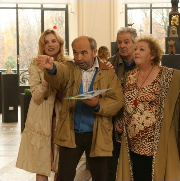 Qui interprétait l'épouse toujours joyeuse de Gérard Jugnot dans  Musée haut, musée bas , un film de Jean-Michel Ribes ?