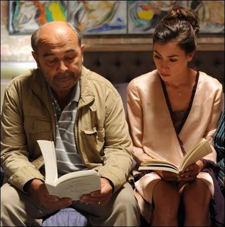 Quelle chanteuse faisait ses débuts de comédienne en 2012 auprès de Gérard Jugnot, dans  Un jour mon père viendra  ?