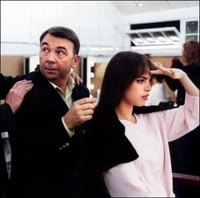 Un de ses tout premiers rôles aux côtés de Gérard Jugnot en 2000, dans  Meilleur Espoir féminin  ... . .