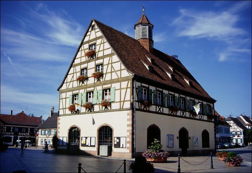 Bischwiller où vous pourrez admirer la Laub, ancienne maison commune et halles de marché de 1665 est une ville :