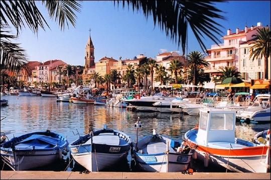 Dans quel département se trouve la ville de Sanary-sur-Mer ?