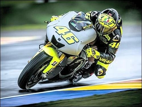Jusqu'en 2002, la catégorie reine des Grand Prix moto était le championnat du monde des 500 cc. Quel pilote n'a jamais été couronné dans ce championnat ?