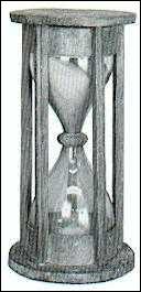 Quel est le nom de cette horloge limitée, mais devenue pour beaucoup le symbole du temps qui passe ?