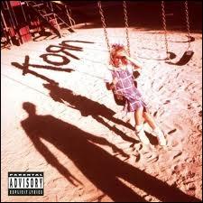 Quelle chanson, issue du premier album éponyme de Korn, commence par un solo de cornemuse ?