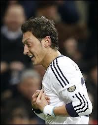 Il évolue en Espagne (Real Madrid). Quel est ce joueur ?