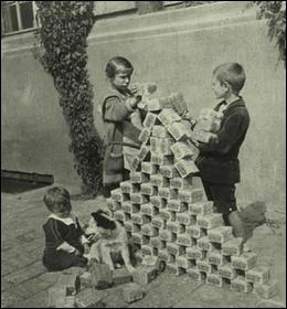 En 1925, à combien estima-t-on le nombre d'habitants vivant dans la République de Weimar ?