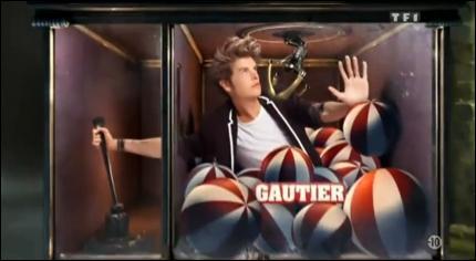 Autre candidat de cette saison, Gautier a fait une apparition peu ordinaire dès l'entrée du jeu. Par où est-il entré dans la maison ?