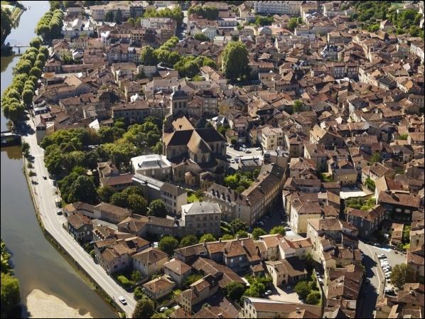 Quelles régions allez-vous traverser en suivant l'itinéraire de Figeac à La Romieu, via Agen ?