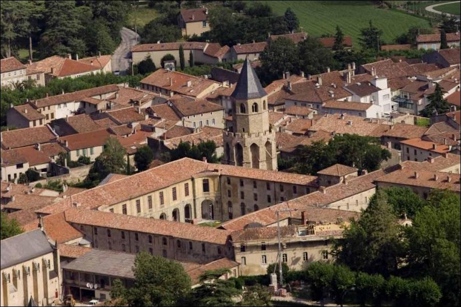 Par quels départements passerez-vous si vous découvrez successivement les magnifiques sites de La Salvetat-sur-Agout, Burlats, Castres, Sorèze ?