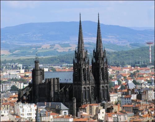 De quel département partez-vous pour vous rendre à Arles, et l'église Saint-Trophime ?