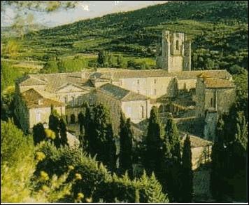 De quels département et région sont originaires les pèlerins qui partiront de l'abbaye de Fontfroide, ou de Sainte-Eulalie, ou encore de Saint-Papoul ?