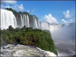 Géographie : dans quels pays les chutes d'eau d'Iguazu s'étendent-elles ?