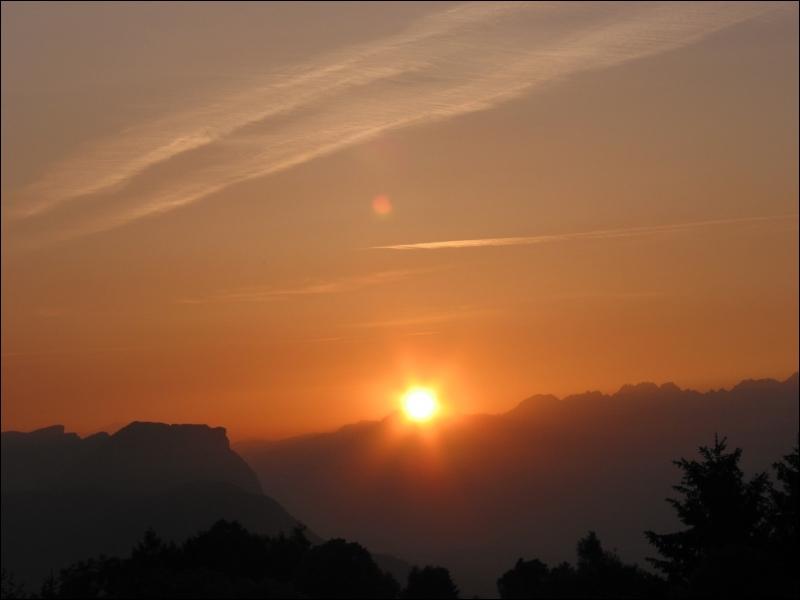 Combien de temps met la lumière du soleil pour arriver sur Terre ?