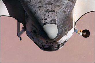 Quelle température atteint le nez de la navette spatiale américaine lors de sa rentrée dans l'atmosphère terrestre ?