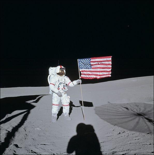 En 1971, quel sport l'astronaute Alan Shepard a-t-il pratiqué sur la Lune pour tester la gravite ?