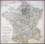 Quelle loi relative à la décentralisation Bonaparte prend-il en février 1800 ?