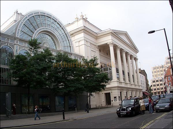 Comment s'appelle cette très célèbre salle d'opéra et de ballet de Londres ?