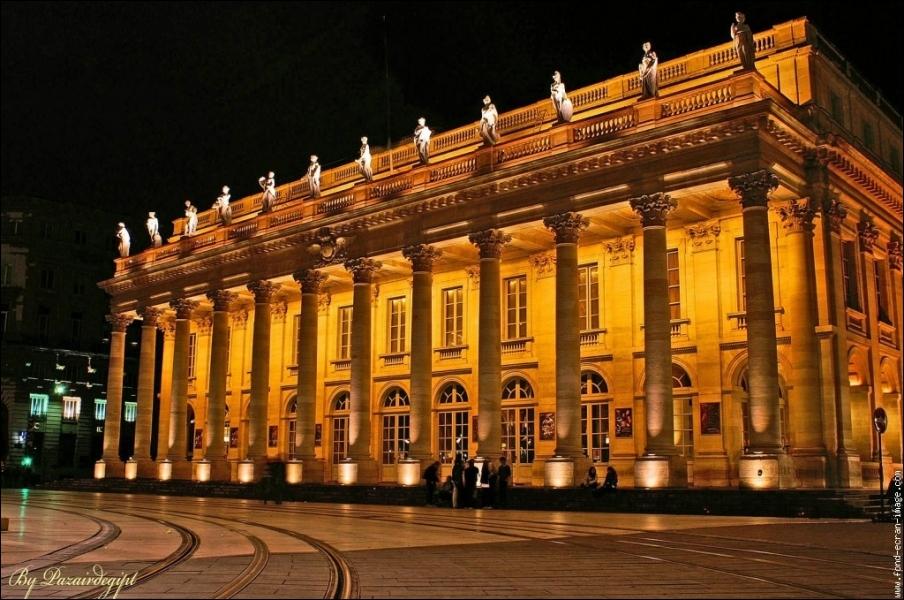 Cette salle d'opéra de Bordeaux, superbe, oeuvre de l'architecte Victor Louis, porte un nom tout simple. Comment la nomme-t-on ?