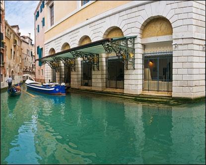 Comment s'appelle cette très célèbre salle d'opéra de Venise, dont, hélas, on ne compte plus les incendies ?
