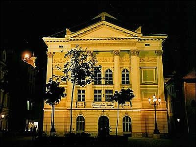 Cette salle d'opéra a vu, à Prague, la création du Don Giovanni de Mozart. Quel est son nom ?
