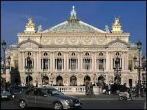 Cette salle d'opéra parisienne du Second Empire est appelée par nous, français,  l'Opéra . Comment devrait-on la nommer ?