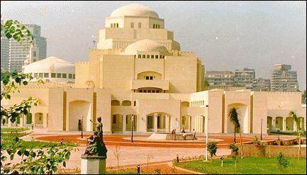 Cette salle d'opéra du Caire a brûlé en 1991, après une histoire très mouvementée depuis sa création. Comment la nommait-on ?