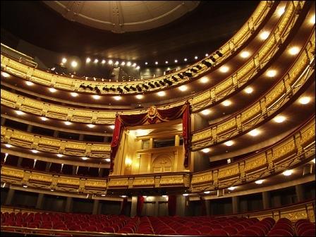 Cette salle d'opéra de Madrid est aussi superbe. Quel est son nom ?